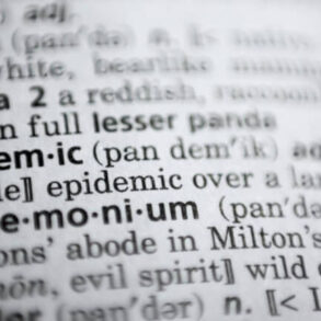 """""""Πανδημία"""" η λέξη της χρονιάς του λεξικού Merriam-Webster για το 2020"""