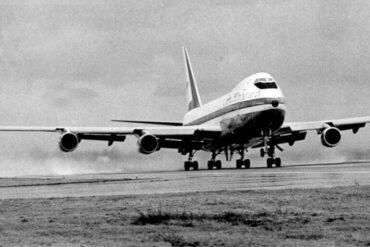 Στις 9 Φεβρουαριου του 1969 το πρώτο Μπόινγκ 747 πραγματοποιεί την παρθενική του πτήση από το αεροδρόμιο Έβερετ.